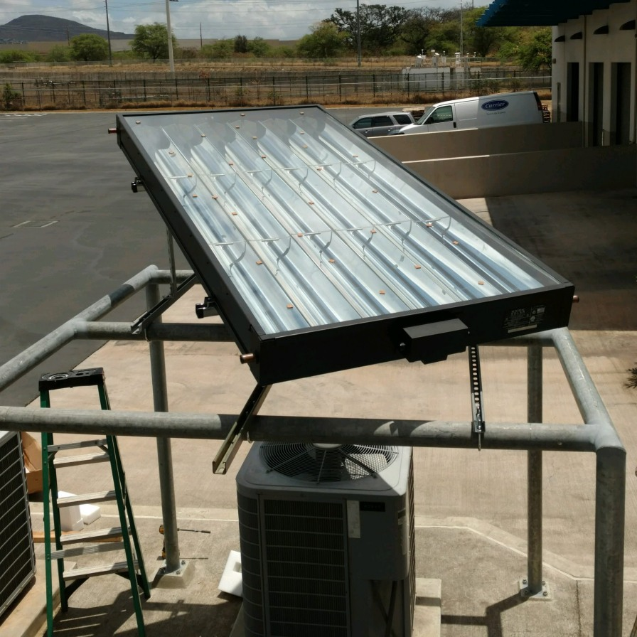 8-feet SunTrac panel powering a Carrier air conditioner